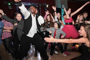 bar-mitzvah-dancers1