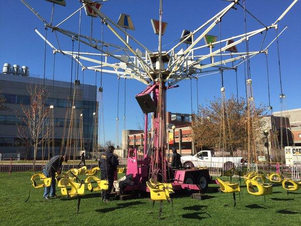 Large swing ride