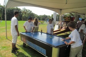 founderday_airhockey
